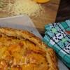 Галета с тыквой, карамелизированным луком и сыром