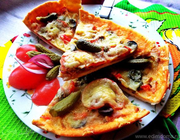 """Пицца с салями, маслинами на сырном соусе """"бешамель"""""""