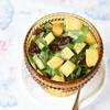 Салат из шпината, манго и огурца с ароматной заправкой