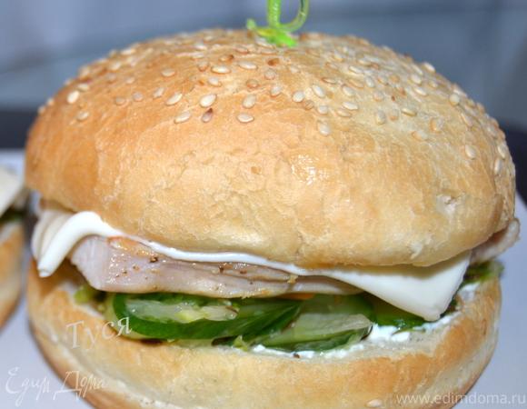 Бургер с индейкой и сочными овощами