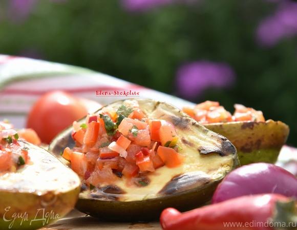 Авокадо-гриль с томатной сальсой