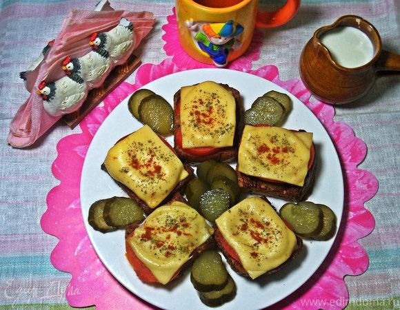 Гренки с овощами под сыром