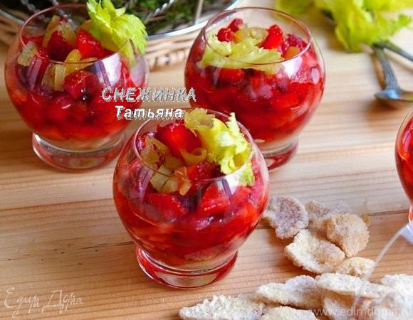 Клубничный десерт с сельдереем под имбирным сиропом