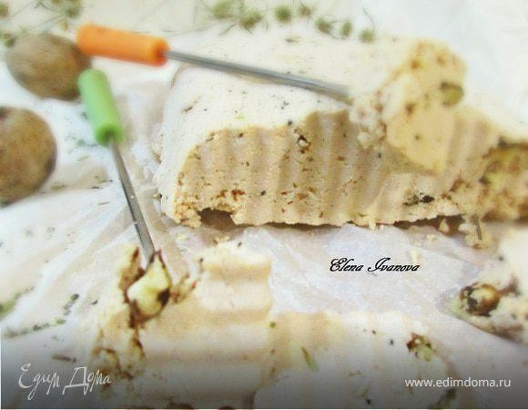 Морковный домашний сыр с орехами