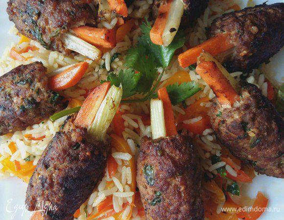 Котлеты по-корейски на подушке из риса с овощами