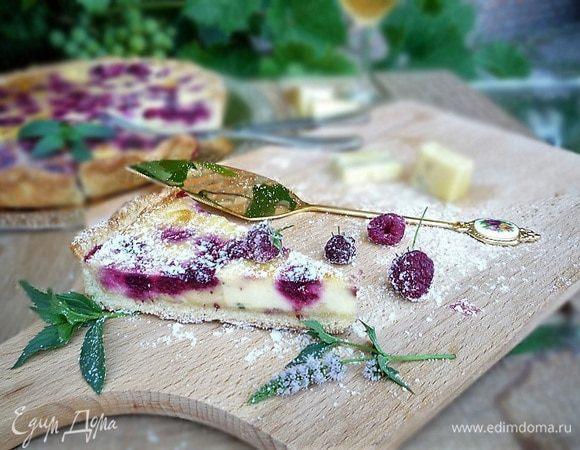 Пирог с голубым сыром и малиной