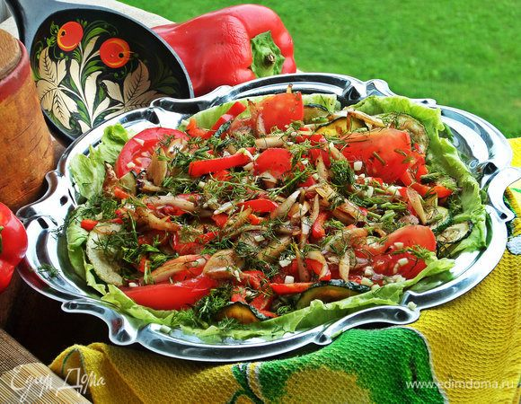 Теплый салат с жареным цукини