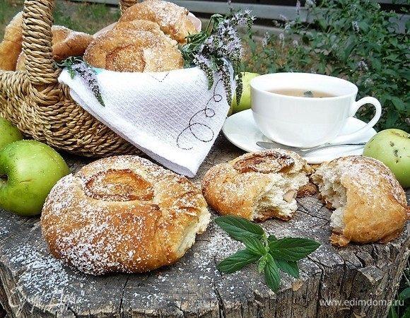 Булочки с яблоками, грушей и пряностями