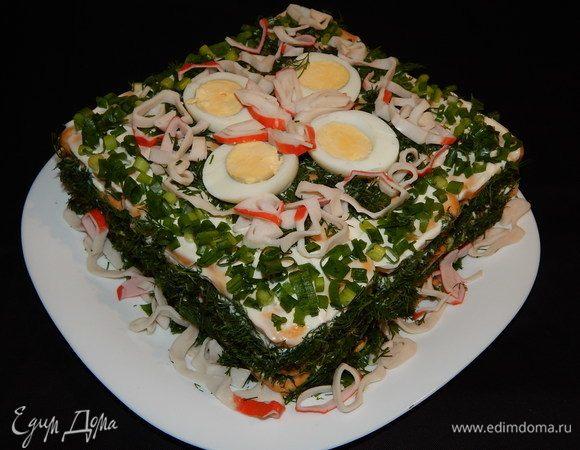 Оригинальный салат с крабовым мясом и крекерами