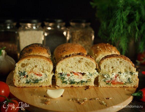 Зерновые булочки-пампушки с сырно-чесночной начинкой