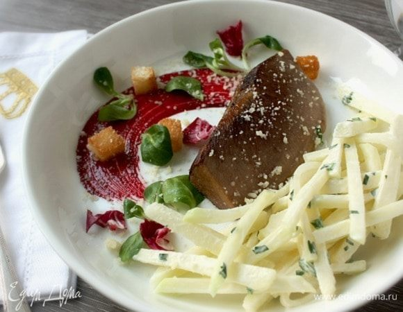 Обжаренный язык с салатом из кольраби