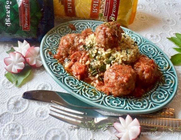 Домашние тефтели в томатном соусе с «зеленым» булгуром