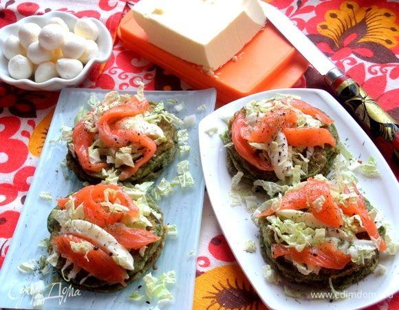 Оладьи из шпината с лососем и сыром