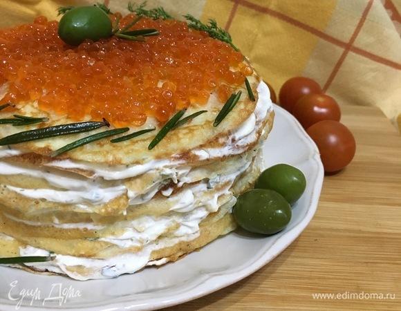 Блинный торт с форелью и красной икрой