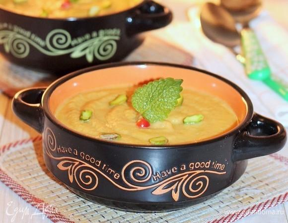 Суп из цветной капусты с фисташковым кремом