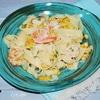 Паста в сливочном соусе с креветками и кукурузой