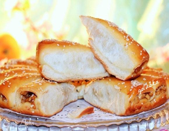 Пирог с корицей и карамельными яблоками