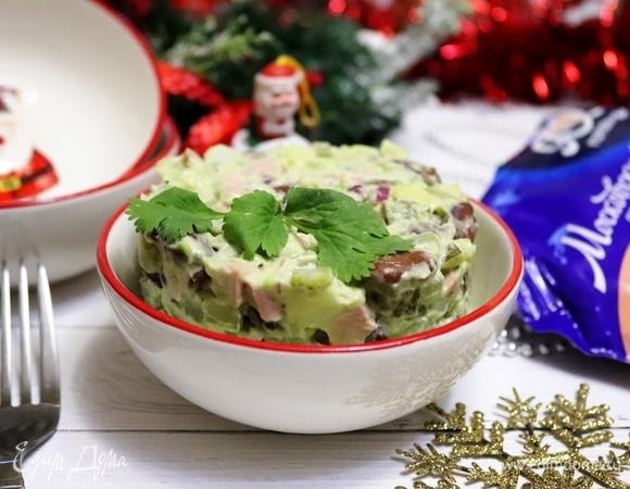 Салат с фасолью и заправкой из авокадо