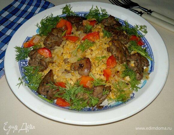 Теплый салат из чечевицы с куриной печенкой