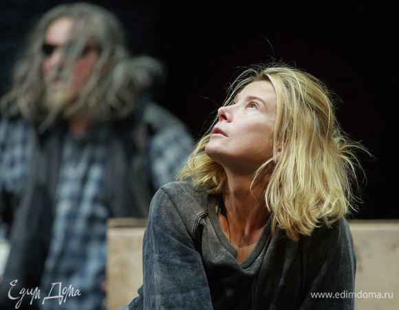 Спектакль «Эдип в Колоне» с Юлией Высоцкой в Петербурге