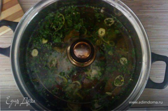 Рассол: 1 стакан уксуса на 2 стакана воды. Рассола необходимо столько, чтобы он полностью покрыл баклажаны. Прижать тарелкой и в холодильник. Примерно через 10-12 часов закуска готова. Синие достать из рассола, Порезать кусочками, можно посыпать свежей зеленью. Приятного аппетита!!!