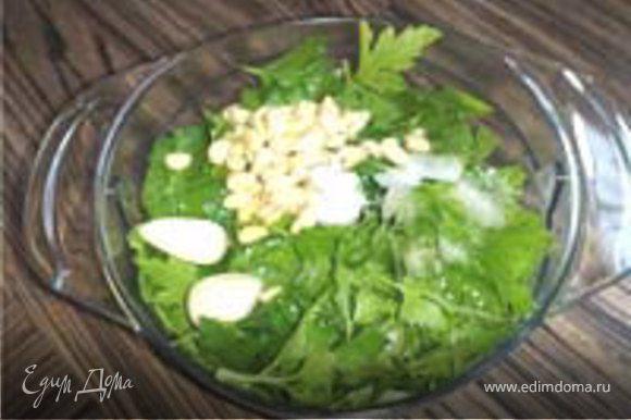 Рыбку -Почистить, помыть, протереть насухо, посолить. Начинка: лимонная трава, стебель целым во внутрь. Укроп, петрушка, базилик, кедровые орешки, 2 зубка чеснока, соль, оливковое масло, сок половины лимона, белое сухое вино. Разобрать зелень на листики, и в блендер. Рыбку смазать маслом оливковым, уложить на спинку. Фото 05 и начинить ....ну тем зелёным выше. Грамм 50 вина влить на дно формы....чтоб рыбке не скучно было париться... В духовку 210 град на 30 минут. Приятного!