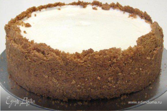 Смешать в единую массу (можно ложкой) сметану сахар и ваниль.Намазать сверху торт.Поставить в духовку еще минут на 5( чтобы крем слегка загустел)Цвет крема не должен поменяться он останется белым. Поставить торт на ночь в холодильник