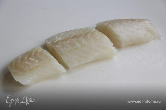 3. Режем филе рыбы на 3 части и готовим на пару (кастрюля с паровым дном, пароварка) в течении 7-10 минут, не более.