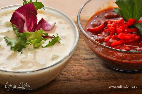 Теперь сделаем соусы. Один соус сделаем из йогурта, хрена и свежих огурцов, хорошо подойдет к рыбе. А для чипсов и колбасы смешаем рубленые томаты, зелень кориандра, свежий чили и немного острого кетчупа. Приятного аппетита и болейте за наших!