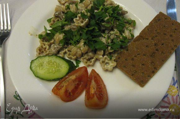 Подавать с ломтиками свежих овощей и ржаными хлебцами... Приятного аппетита!