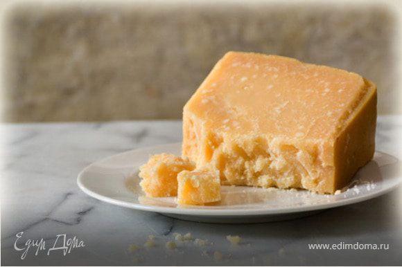 Сыр натереть на мелкой терке.
