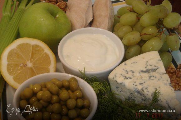 Смешайте соус из 1/2 сыра(разотрите вилкой),йогурта,1ст.л.лимонного сока и укропа.Дайте ему немного выстояться в холодильнике.