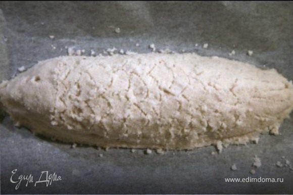 Оставшейся солью закрыть рыбу,придав соли ее форму.Запекать в духовке при температуре 220 С,25-30 мин.