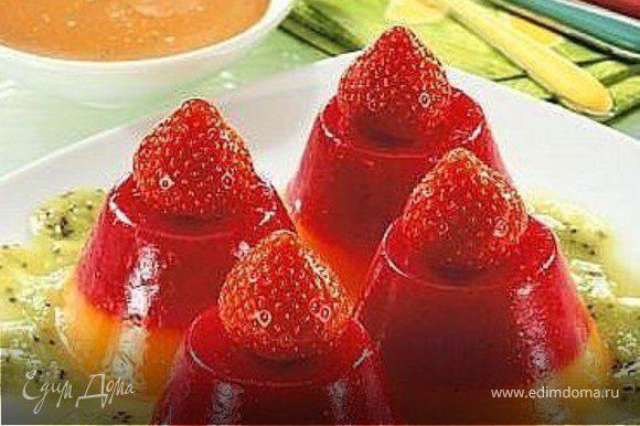 фруктовое желе, клубника, пюре из киви