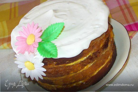 Готовый тортик с боков обмазать курагой.И украсить по своему вкусу(у меня вафельные цветочки).Оставить на несколько часов при комнатной Т для пропитывания..и приятного аппетита!:)))
