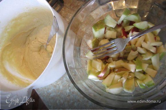 Кефир+яйца+сахар, все хорошо перемешать. Добавить соль, соду, муку. Тесто должно быть, как густая сметана.