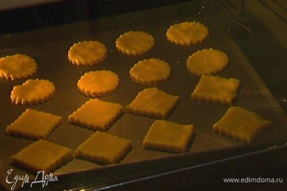 Охлажденное печенье поместить на 10 минут в разогретую духовку.