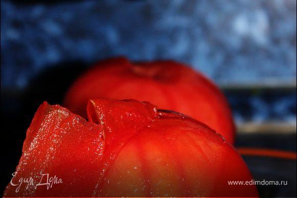 С помидоров снять кожицу.