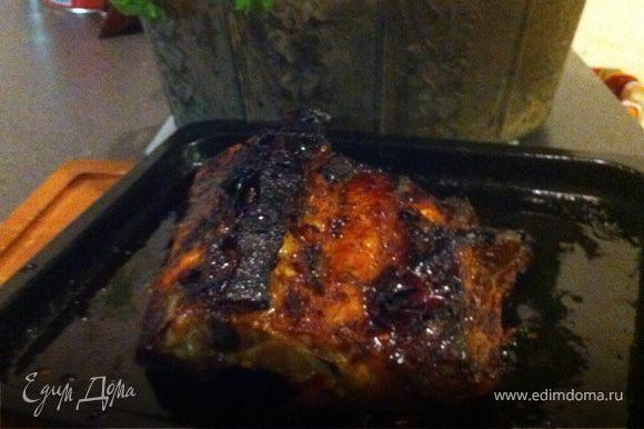 достаньте мясо, и переложите его из противня на тарелку и накройте фольгой