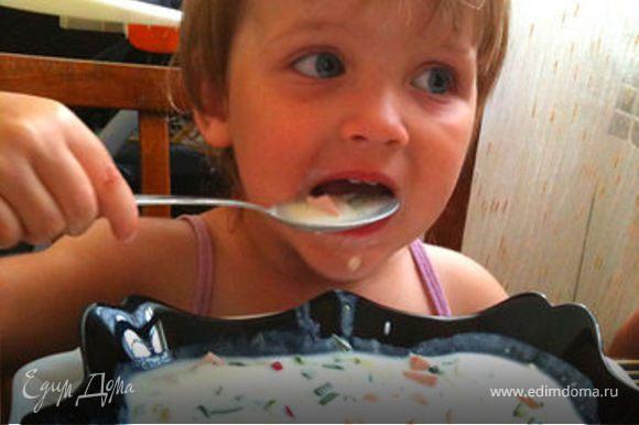 Потом усаживаемся как надо за стол и с большим аппетитом рубаем, а мама быстренько просматривает рецепты на ЕД :)))