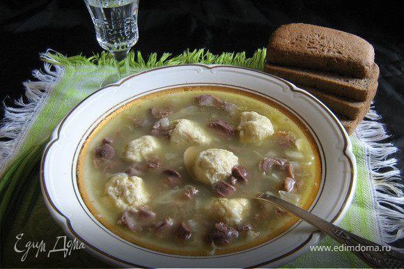 Суп посолить по вкусу.Дать не много настоятся и подавать посыпав молотым чёрным перцем.
