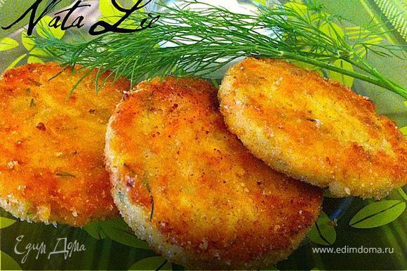 Подавать горячими со сметаной или сметанно-грибным соусом. Можно использовать как гарнир к мясным блюдам.
