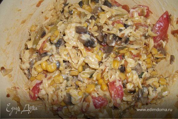 Все смешать(грибы с зажаркой, твердый сыр, помидор,перец, добавить зелень, домашний майонез или сметану)