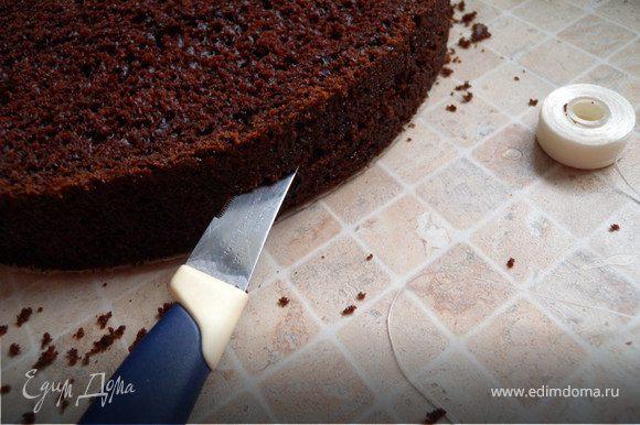 Выпекаем бысквит http://www.edimdoma.ru/recipes/17392. Остужаем. Режем на 3 коржа струной (у меня флос).