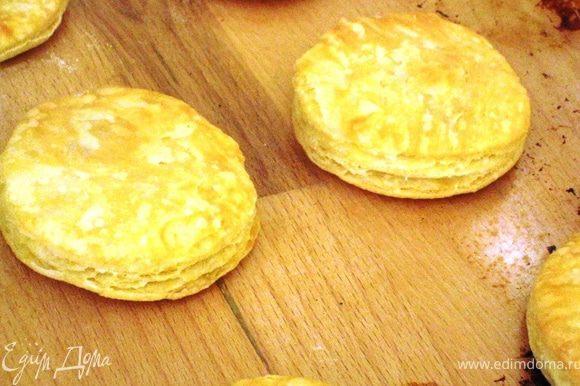 Которые ровненькие сделала сладкими, слепленные руками солененькими. Солененькие сразу присыпала ароматной солью Оранжевым настроением. Выпекаем при 200 гр. мин. 15 (до красивой золотистости)