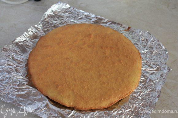 Испечь основу для торта из любого теста, которое Вы любите.