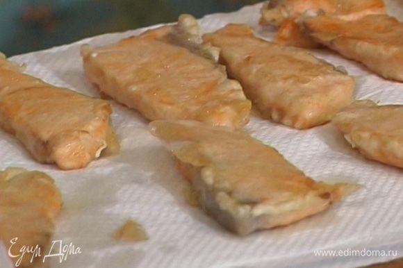 Фото рецепт салат с курицей и ананасом слоеный