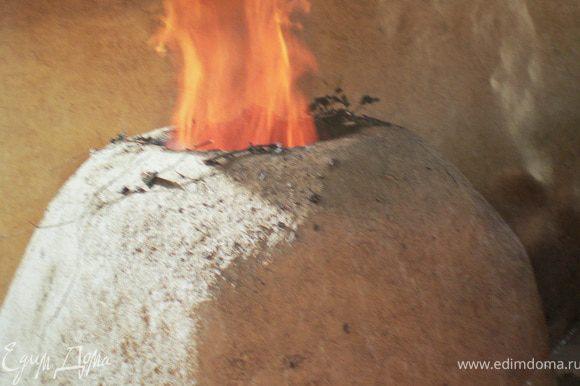 """Лнкяранцы готовят в традиционном азербайджанском """"тяндире"""""""