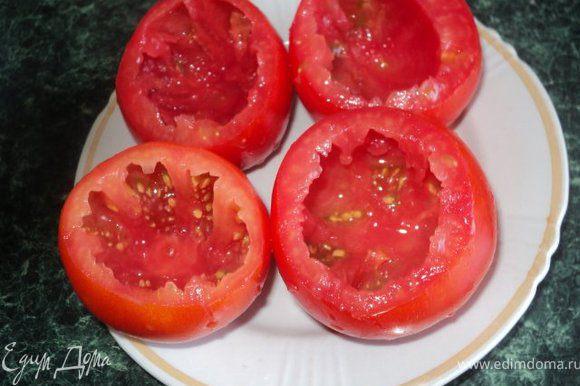 У помидор срезать верхушки, удалить серединку.