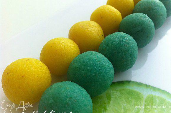 Скатать шарики размером чуть меньше грецкого ореха. Поставить на 20 минут в холодильник.